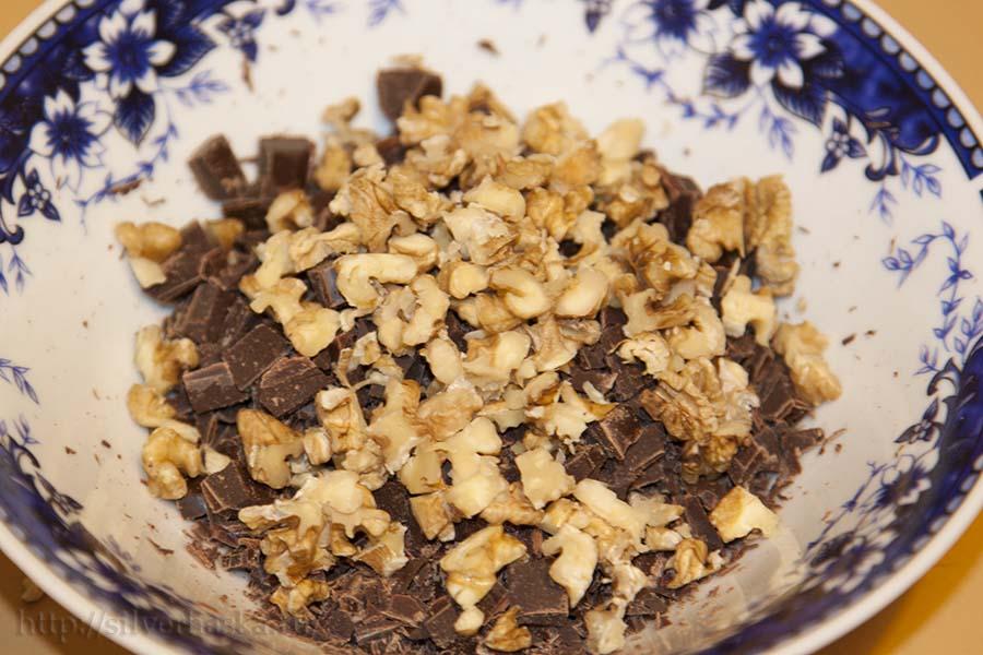 rublennye nozhom orekhi i shokolad